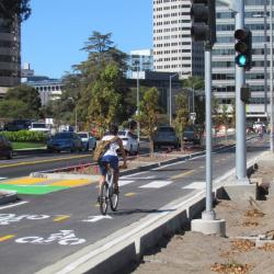 Protected Bikeway Opens on Lake Merritt